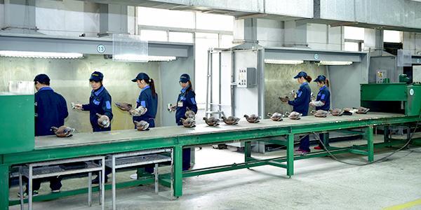 承毅塑胶工厂流水线